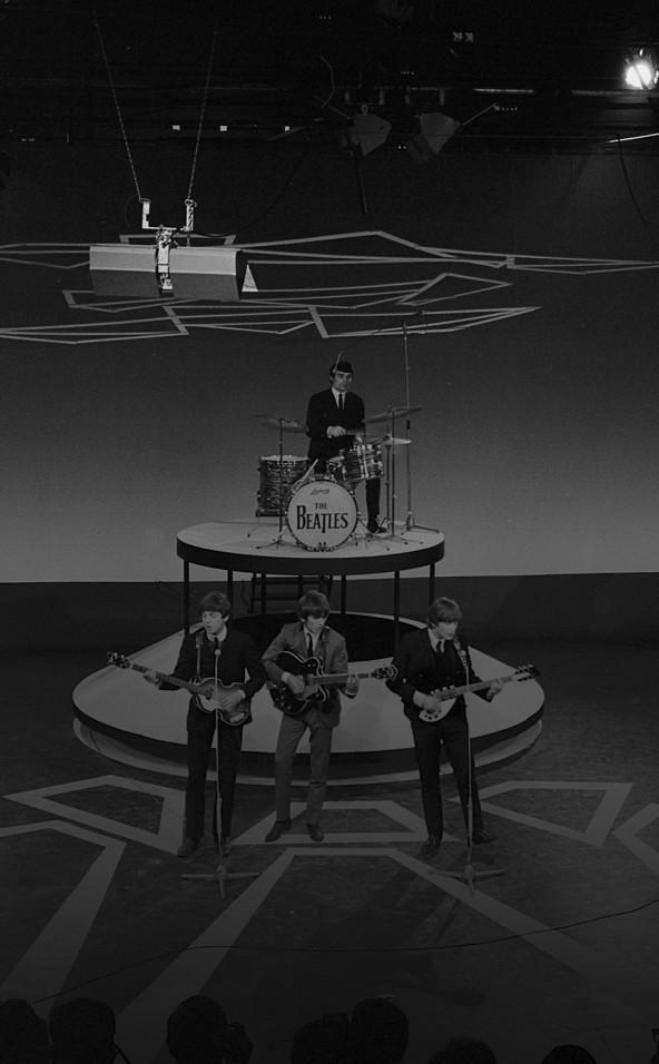 Foto van het optreden van The Beatles in de AVRO-studio