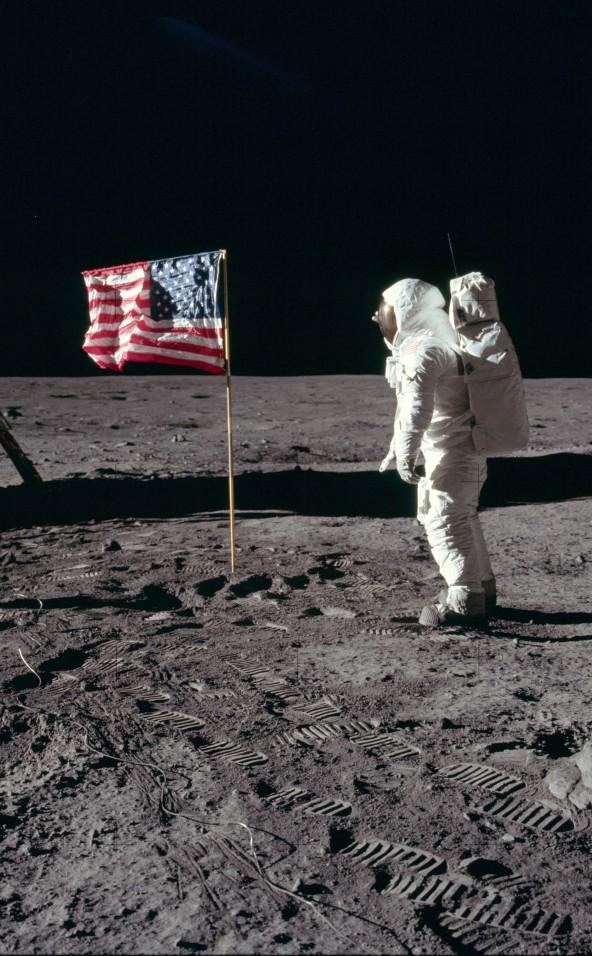 Buzz Aldrin salueert Amerikaanse vlag op de maan, 1969